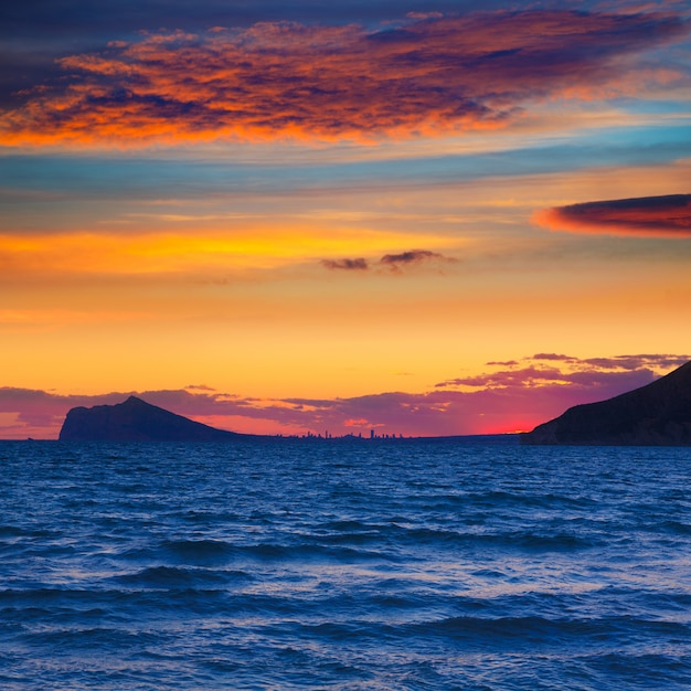 Benidorm vista do horizonte do sol de calpe alicante espanha