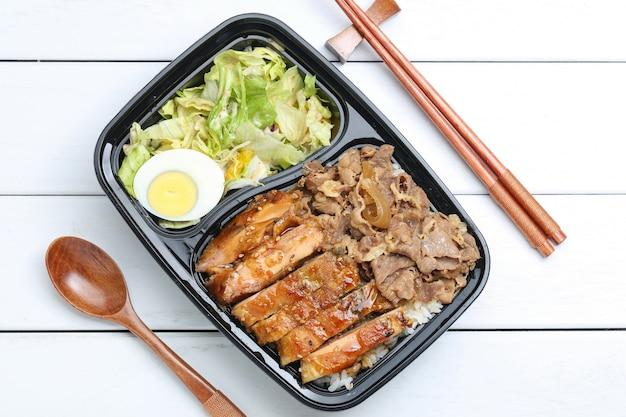 Bento de arroz de frango