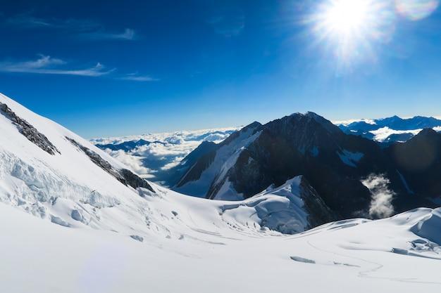 Berelskoe sedlo. vista para as geleiras da montanha de belukha