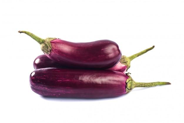 Berinjela ou beringela ou vegetal brinjal isolado.