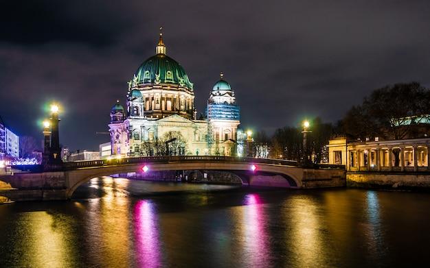 Berliner dome à noite, berlim, alemanha
