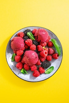 Berry refrescante gelado na chapa