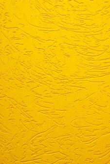 Besouro de casca de textura de gesso decorativo amarelo close-up.