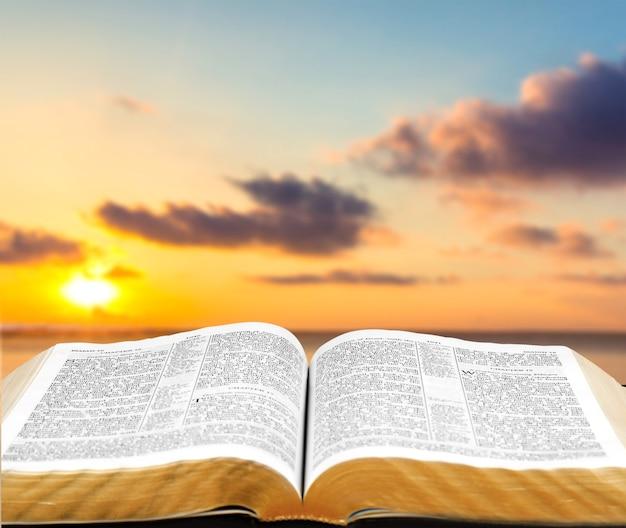 Bíblia e céu da criação
