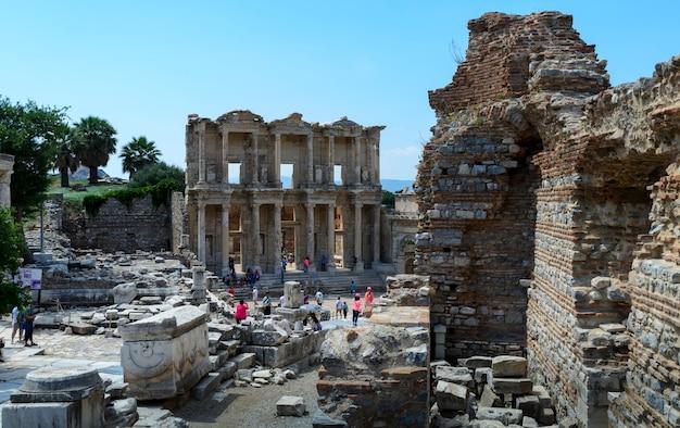 Biblioteca de celso na antiga cidade de éfeso, turquia. éfeso é um patrimônio mundial da unesco.