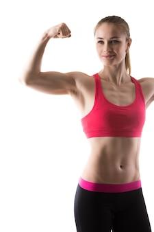 Bíceps de ensino da mulher
