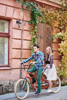 Bicicleta tandem ciclismo casal