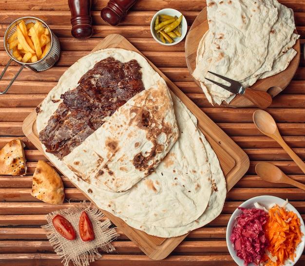 Bife com tortilla mexicana