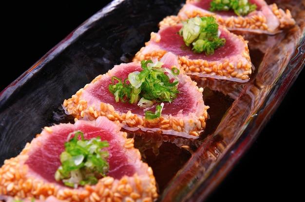 Bife de atum em estilo japonês