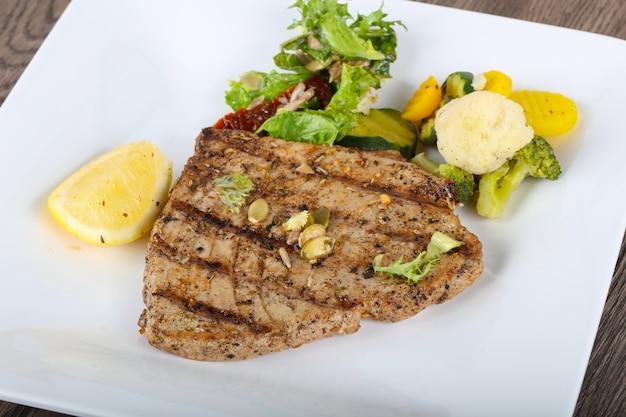Bife de atum grelhado