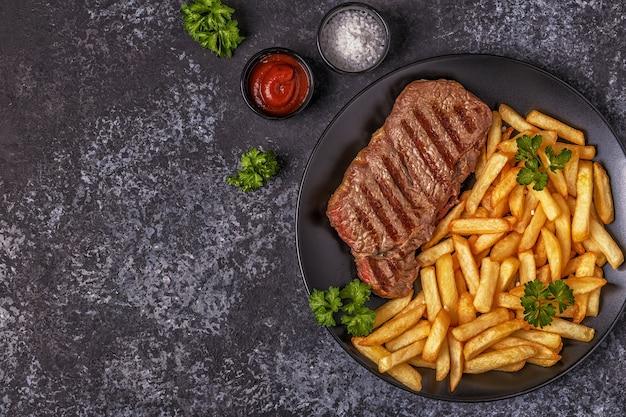Bife de churrasco com batata frita