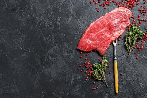 Bife de flanco cru com alecrim e sal rosa