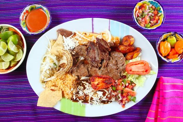 Bife de flanco de carne de arrachera pimentão de prato mexicano