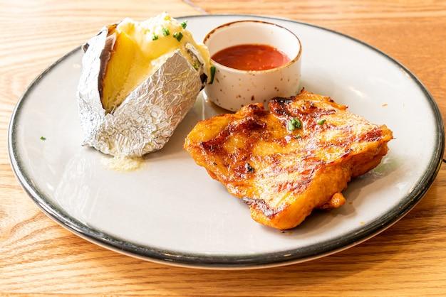 Bife de frango grelhado com batata
