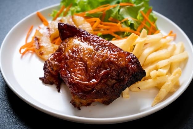 Bife de frango grelhado com legumes