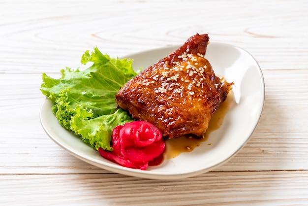 Bife de frango grelhado com molho teriyaki