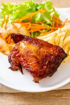 Bife de frango grelhado com vegetais