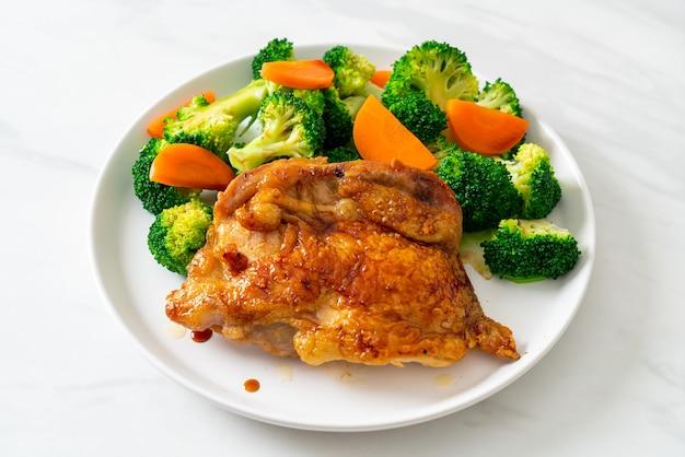 Bife de frango teriyaki com brócolis e cenoura