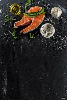 Bife de salmão cru de peixe orgânico