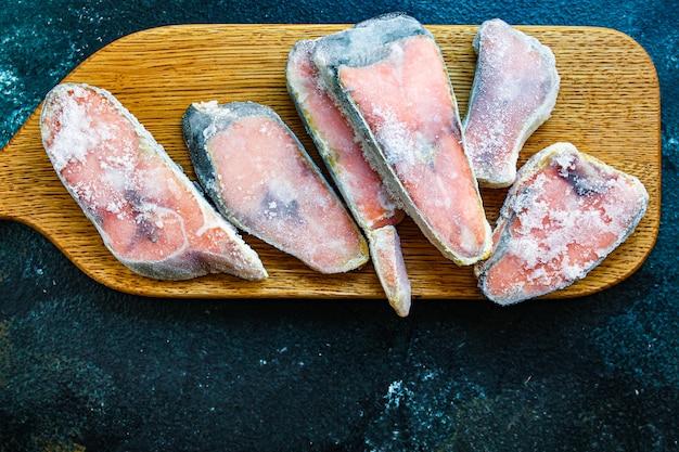 Bife de salmão rosa congelado peixe cru frutos do mar