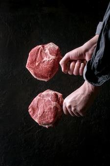 Bife de tomahawk cru