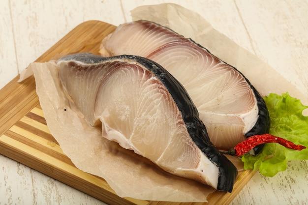 Bife de tubarão cru