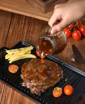 Bife grelhado com legumes