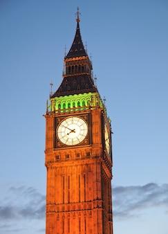 Big ben nas casas do parlamento, também conhecido como palácio de westminster em londres, reino unido