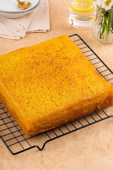 Bika ambon ou bolo dourado ou kuih bingka dourado em cingapura é uma sobremesa indonésia Foto Premium