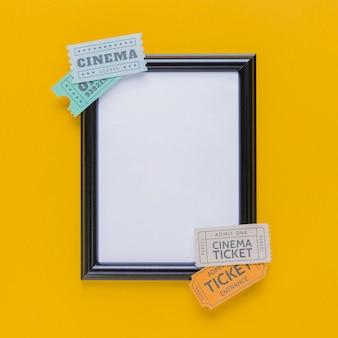 Bilhetes de cinema com uma moldura