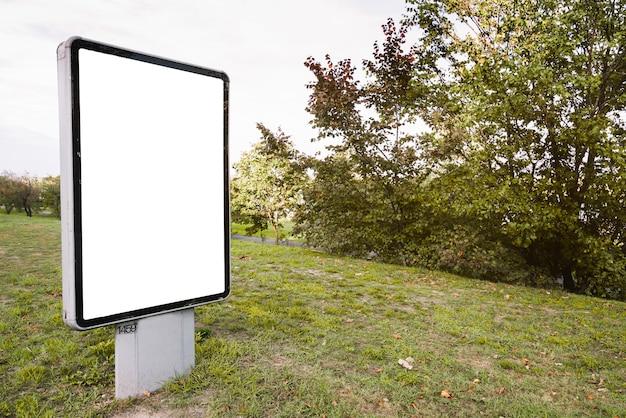 Billboard na grama