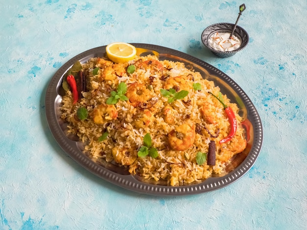 Biryani indiano com camarão