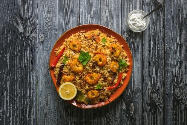 Biryani saboroso e delicioso de camarão