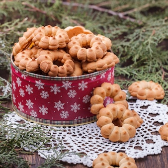 Biscoito amanteigado no natal em uma caixa