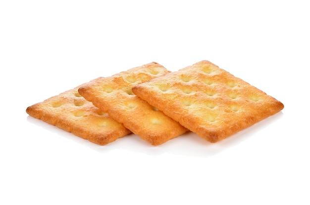 Biscoito cracker isolado no fundo branco