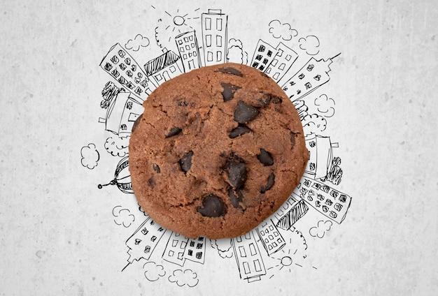 Biscoito de chocolate com desenho de desenho da cidade em fundo cinza