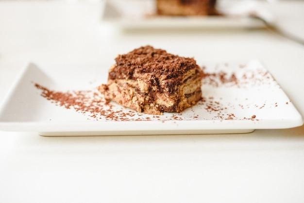 Biscoito e bolo de chocolate