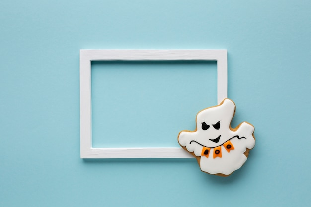 Biscoito mau fantasma de halloween com moldura