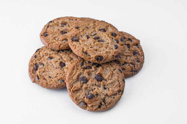 Biscoitos caseiros com lascas de chocolate escuras