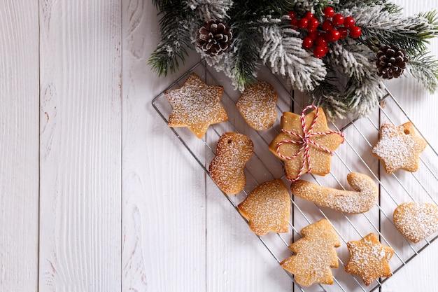 Biscoitos caseiros de biscoito amanteigado de natal