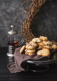Biscoitos caseiros de chocolate com vista frontal