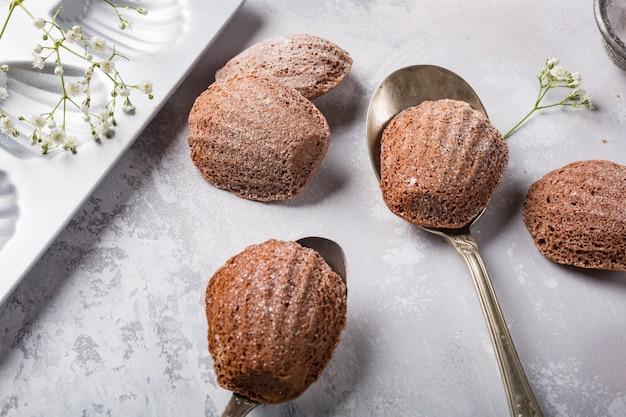 Biscoitos caseiros de chocolate madeleine