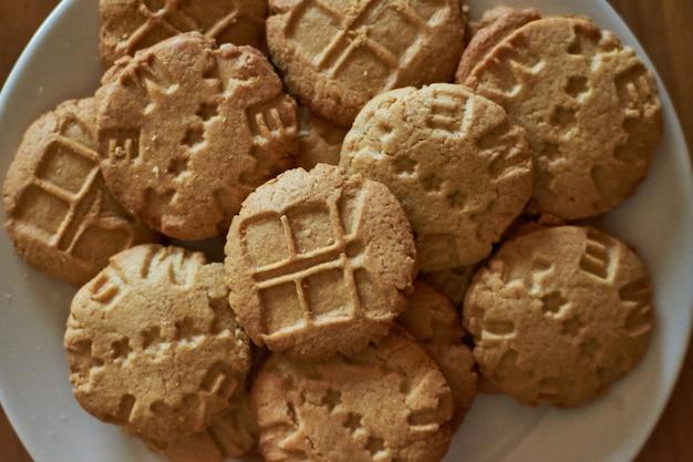 Biscoitos caseiros para café da manhã com personagens fofinhos manhã