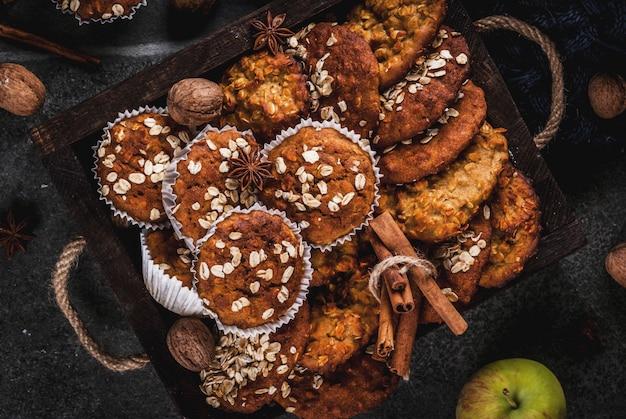 Biscoitos caseiros saudáveis, muffins com nozes, maçãs, flocos de aveia