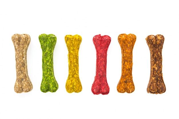 Biscoitos coloridos para cães com forma de osso