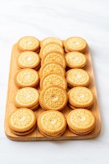 Biscoitos com creme de manteiga