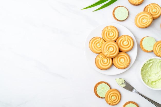 Biscoitos com creme pandan e leite