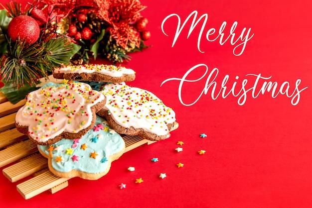 Biscoitos com decoração de natal.
