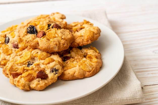 Biscoitos com passas e amêndoas de flocos de milho