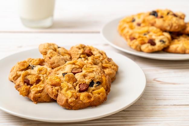 Biscoitos com passas floco de milho e amêndoas